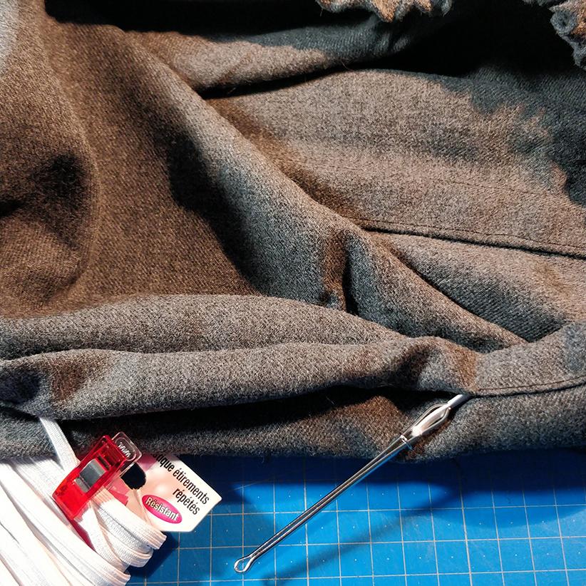 housse sac randonnée : couture élastique